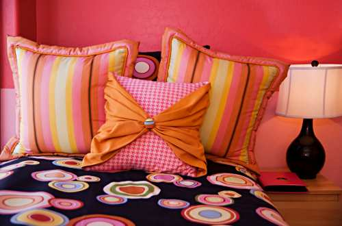 Pillows and bedding are a great way to add color to your teens bedroom decor ...