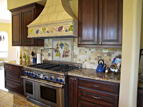 Theme Harmonize Well Together In This Tuscan Inspired Kitchen Design